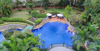 Angsana Oasis Spa & Resort - เบงกาลูรู - สระว่ายน้ำ