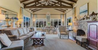 Sandpiper Inn - Carmel-by-the-Sea - Living room