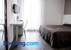 Hotel Villa Alberta - Torbole - Phòng ngủ