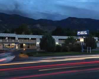 Salida Inn & Monarch Suites - Salida - Building