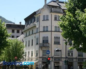 Bernina Express Rooms - Tirano - Building
