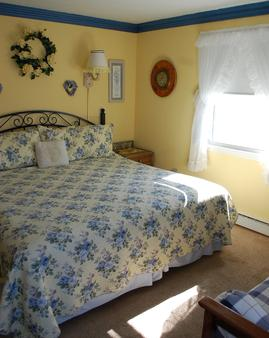 Cape Cod Ocean Manor - Hyannis - Bedroom