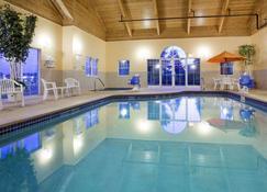 GrandStay Hotel and Suites Stillwater - Stillwater - Pool