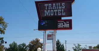 Trails Motel - Lone Pine