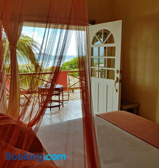 The Islander's Inn - Union Island - Bedroom
