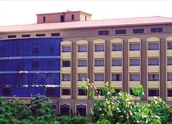 Kences, Tirupati - טירופטי - בניין