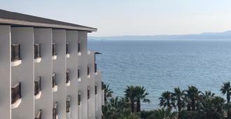 Kerasus Resort Hotel - צזמה