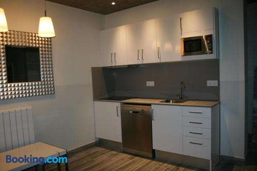 Alberg L'Ast - Banyoles - Kitchen