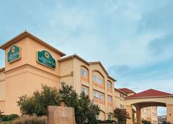 La Quinta Inn & Suites by Wyndham Woodway - Waco South - Waco - Building