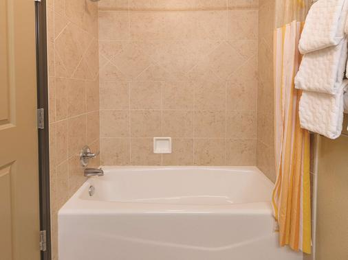韋科南伍德威拉昆塔套房酒店 - 伍德威 - 韋科 - 浴室
