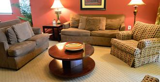 Barefoot Resort & Yacht Club - North Myrtle Beach - Living room