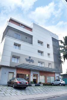 Navaratna Inn - A Luxury Hotel - Thalassery - Building