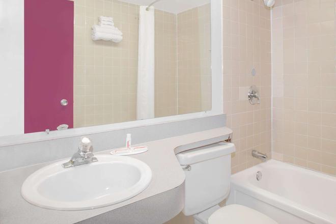 大學中心市區戴斯酒店 - 塔拉哈西 - 塔拉哈西 - 浴室