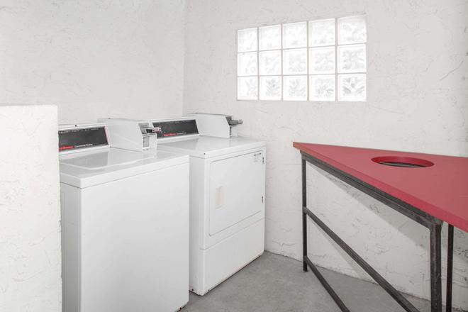 大學中心市區戴斯酒店 - 塔拉哈西 - 塔拉哈西 - 洗衣設備