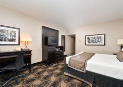Best Western Plus Kelly Inn - Omaha - Bedroom