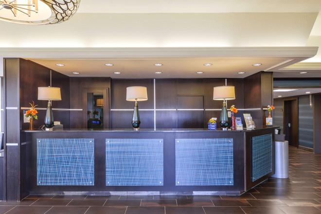 Best Western Plus Kelly Inn - Omaha - Front desk