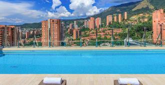 Novotel Medellin El Tesoro - Medellín - Bể bơi