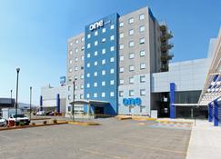One Querétaro Aeropuerto Hotel - Santiago de Querétaro - Toà nhà