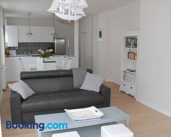 Caboteurs - Ле-Пуліган - Living room