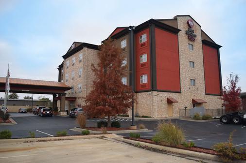 Best Western Plus JFK Inn & Suites - North Little Rock - Toà nhà