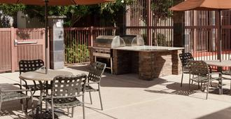 Homewood Suites by Hilton Phoenix North-Happy Valley - Phoenix - Uteplats