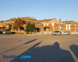Hotel Reina Isabel - Lerida - Gebouw