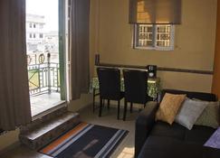 Jesiwa B's Little Palace - Acra - Sala de estar