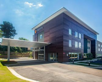 La Quinta Inn & Suites by Wyndham Oxford - Oxford - Building