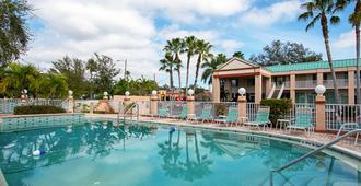Econo Lodge Inn & Suites - Clearwater - Uima-allas