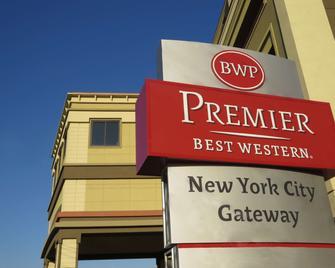 Best Western Premier NYC Gateway Hotel - North Bergen - Building