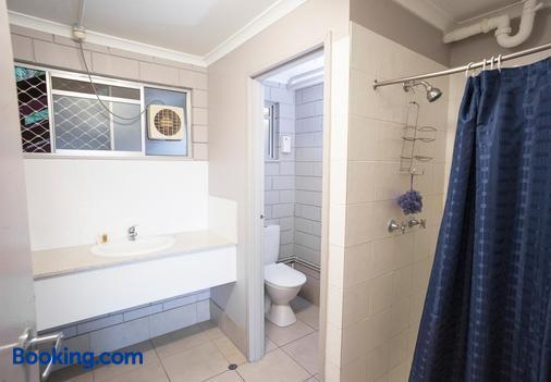 Airlie Beach YHA - Airlie Beach - Bathroom