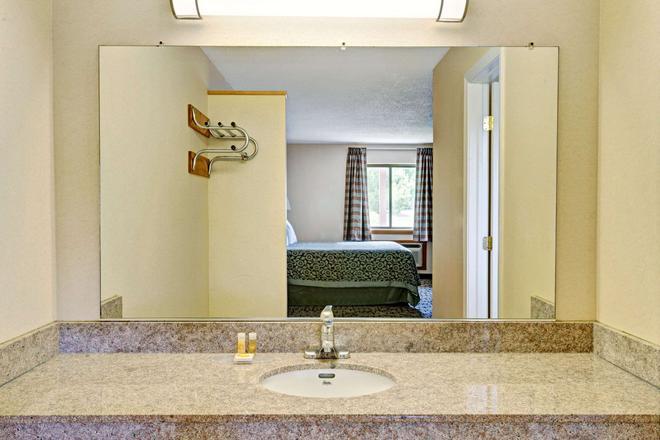 Days Inn by Wyndham, Bethel - Danbury - Bethel - Salle de bain