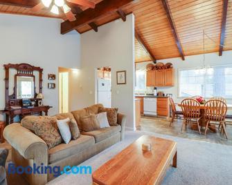 Hiker's Home (02/252) - Groveland - Living room