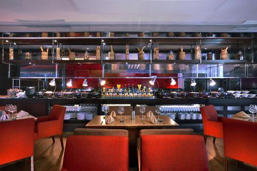 Grand Aston City Hall Hotel & Serviced Residences - Medan - Bar