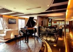 Grand Aston City Hall Hotel & Serviced Residences - Medan - Lobby