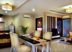 Grand City Hall Hotel & Serviced Residences - Medan - Dining room