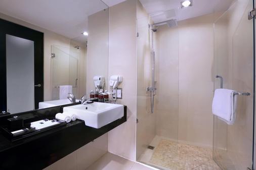 Grand Aston City Hall Hotel & Serviced Residences - Medan - Bathroom