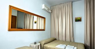 Hostal Santa Barbara - Toledo - Bedroom