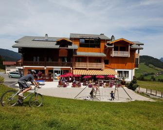 Hôtel les skieurs - Bellevaux - Будівля
