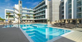 H10 馬洛卡海灘酒店 - 卡爾維亞 - 聖蓬薩 - 游泳池