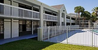Greenpoint Hotel Kissimmee - Kissimmee - Building