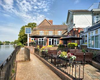 Mercure London Staines Upon Thames Hotel - Staines-upon-Thames - Budova