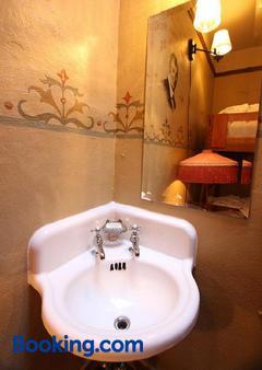 Mcmenamins Olympic Club - Centralia - Bathroom