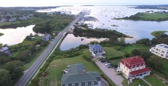 Payne's Harbor View Inn - Block Island - Outdoor view