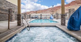 Comfort Suites Moab near Arches National Park - Moab - Piscina