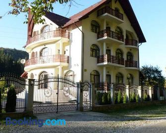 Vila A&N - Braşov - Building