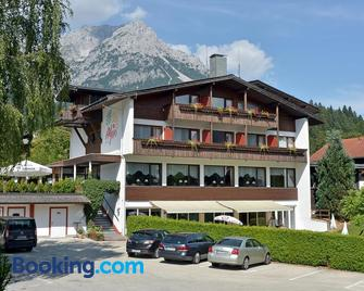 Hotel Alpin Scheffau - Scheffau am Wilden Kaiser - Building