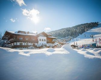 Alpines Gourmet Hotel Montanara - Flachau - Building
