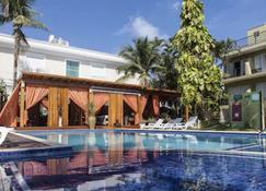Hotel Vicino al Mare - Guarujá - Pool