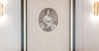 Eugenia de Montijo Autograph Collection - Toledo - Edificio